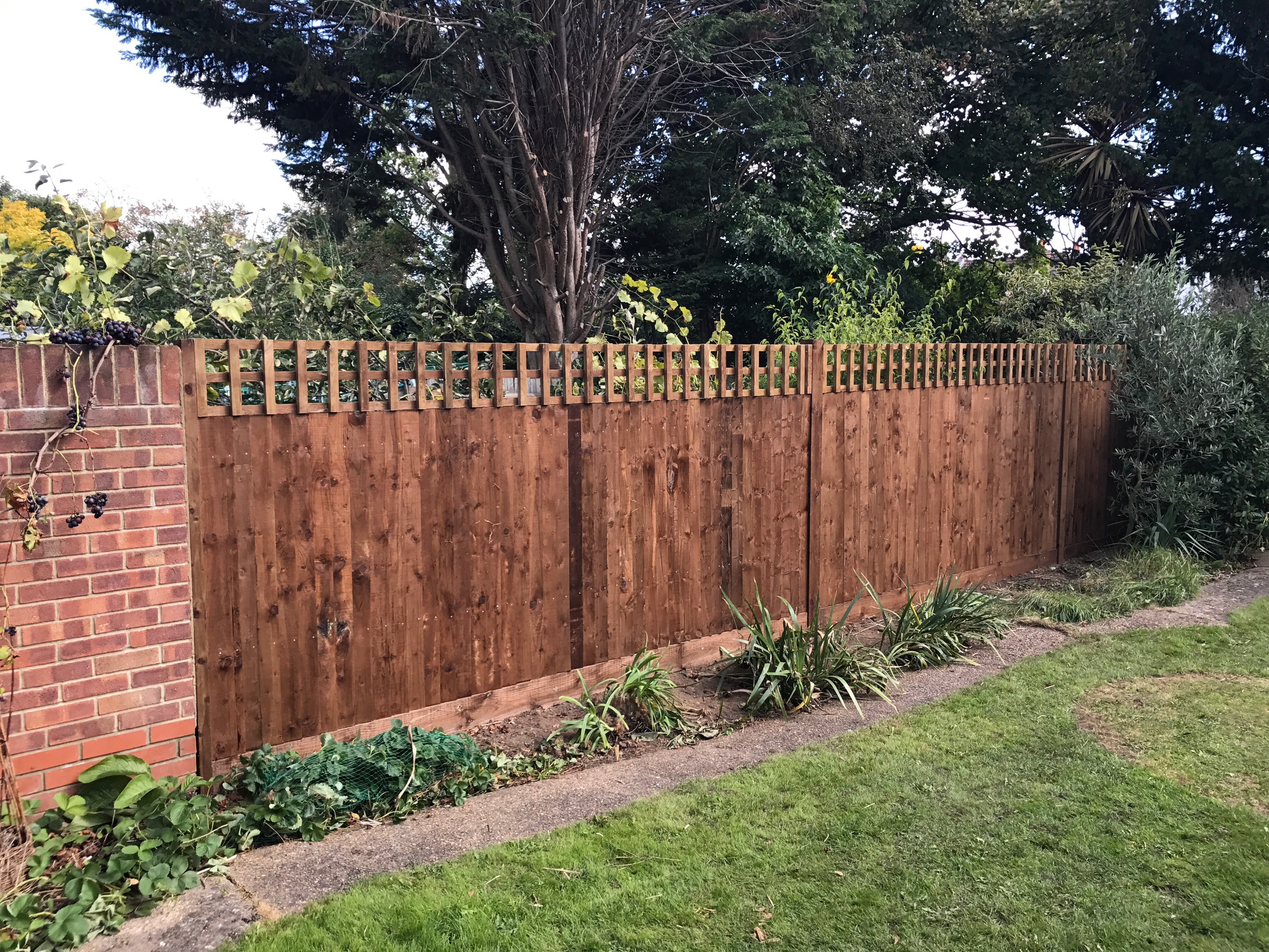 traditional-garden-fencing